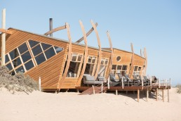 Shipwreck Lodge, Skeleton Coast, Möwe Bay, Namibia | Bare Escape